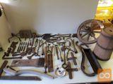 Več starega orodja in predmetov